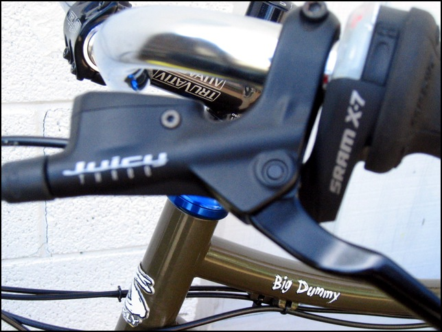 Avid Juicy Hydraulic discs brakes with Sram twist shifters